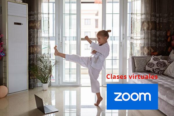 Niña practica karate virtual